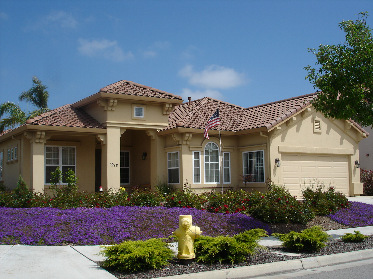 File ranch style home in salinas california jpg wikipedia for Big ranch house