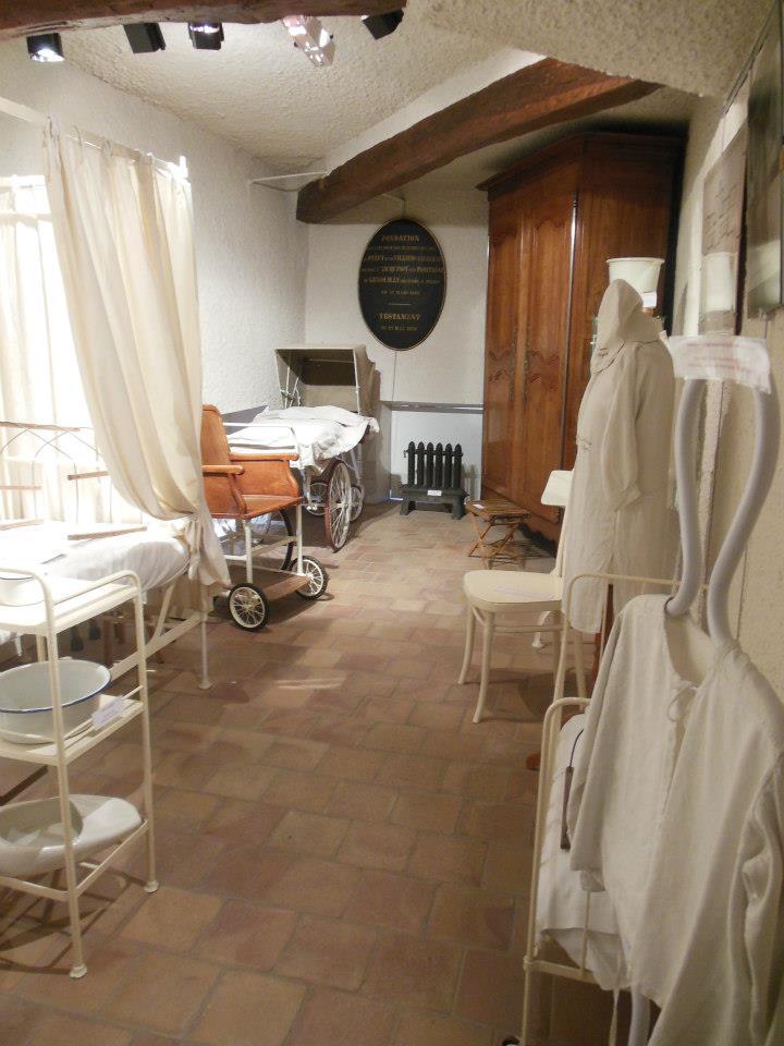 File reconstitution d 39 une chambre d 39 h pital du xixe s for Chambre d hopital