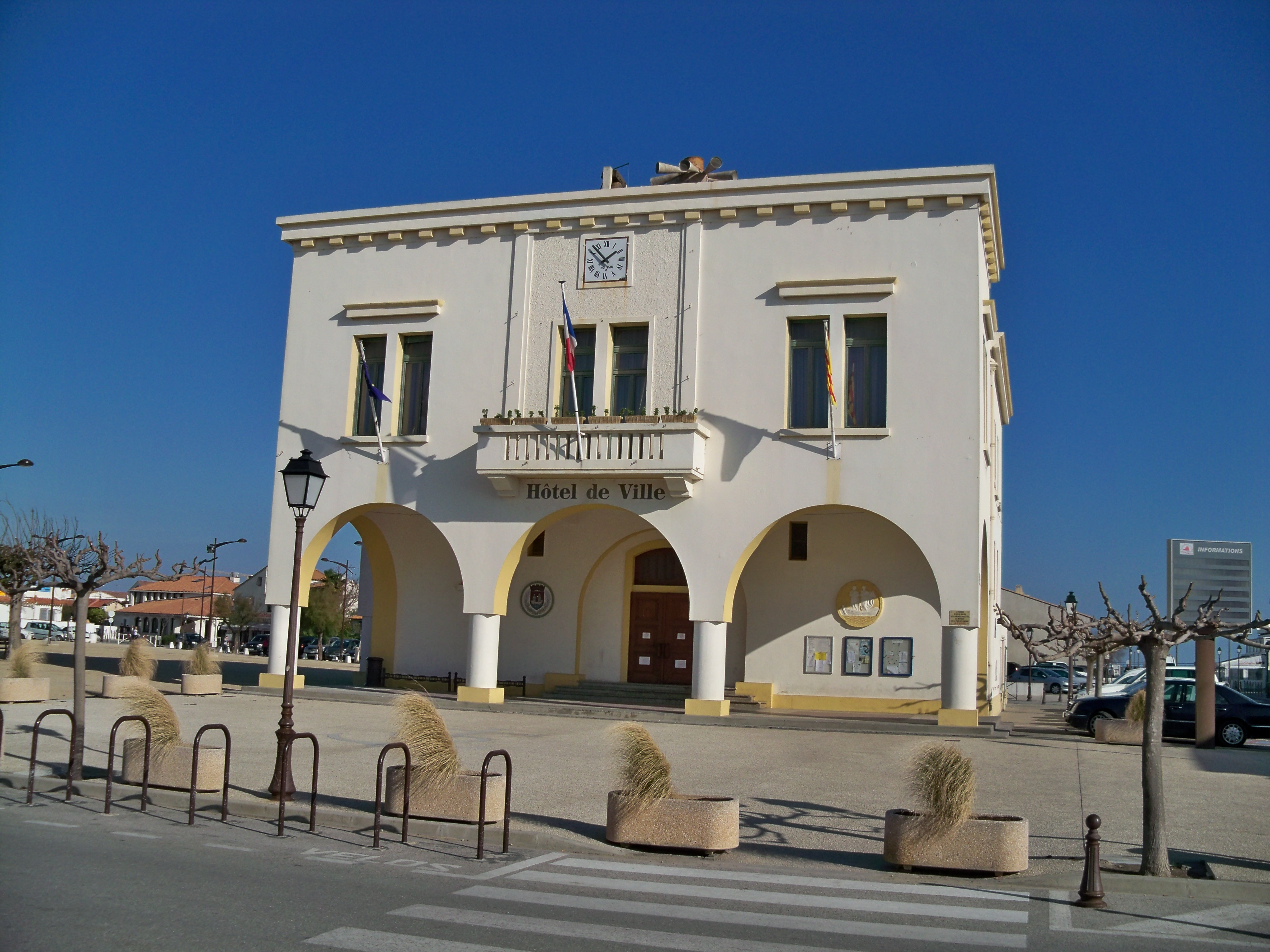 File saintes maries de la mer wikimedia commons - Office du tourisme saintes marie de la mer ...