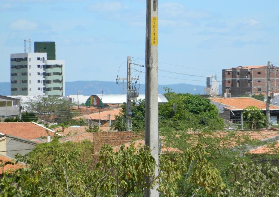 https://upload.wikimedia.org/wikipedia/commons/c/c9/Serra_Talhada-Pernambuco.jpg