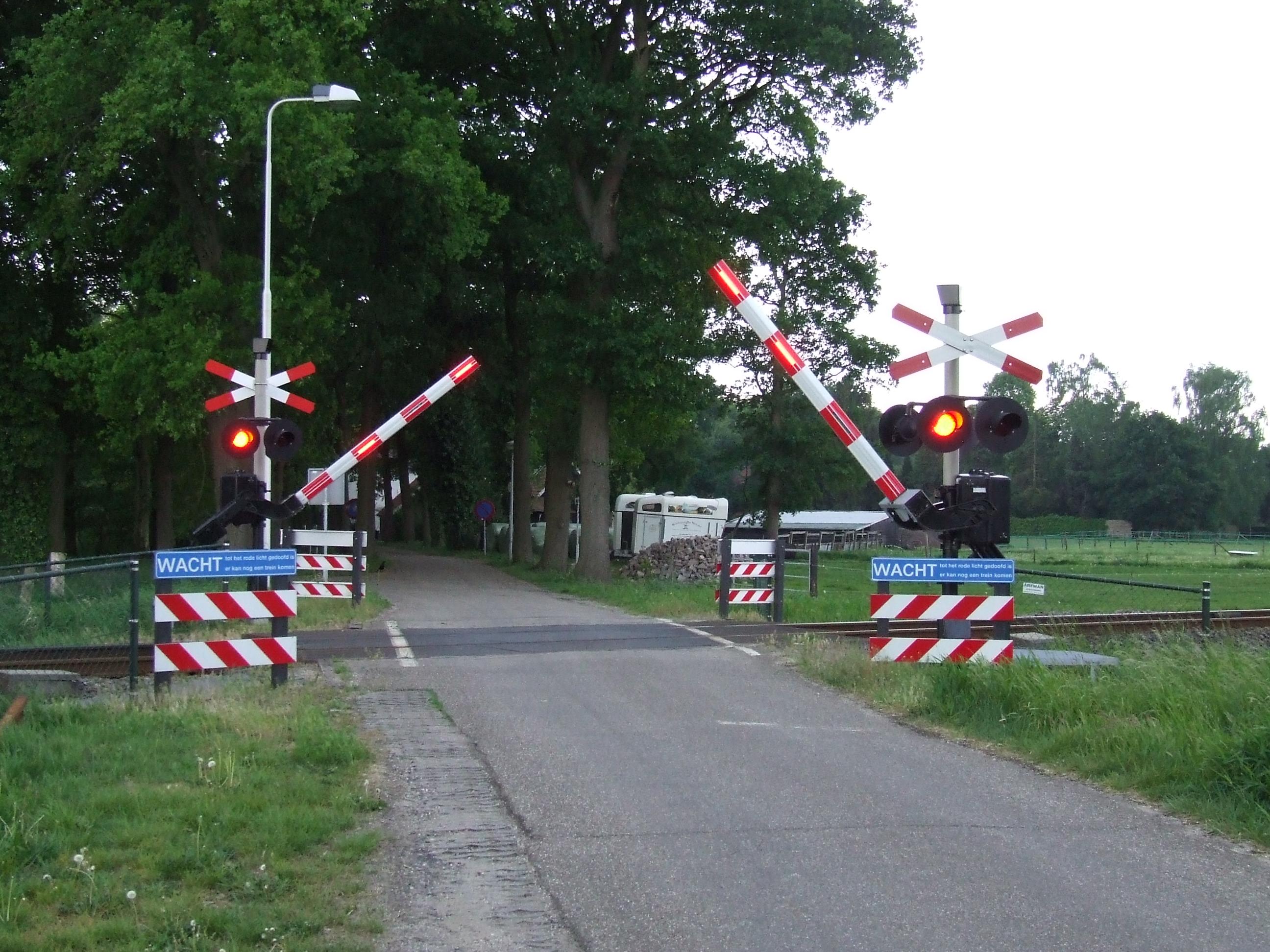 file spoorwegovergang jpg wikimedia commons