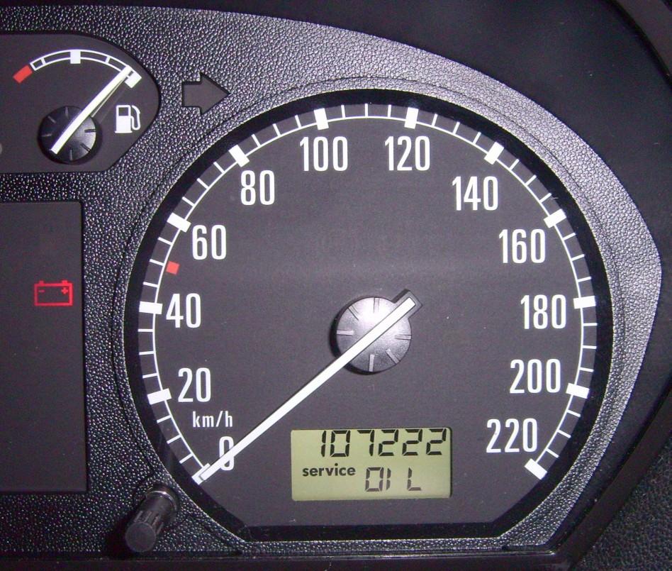 File:Tachometer service oil.jpg - Wikimedia Commons