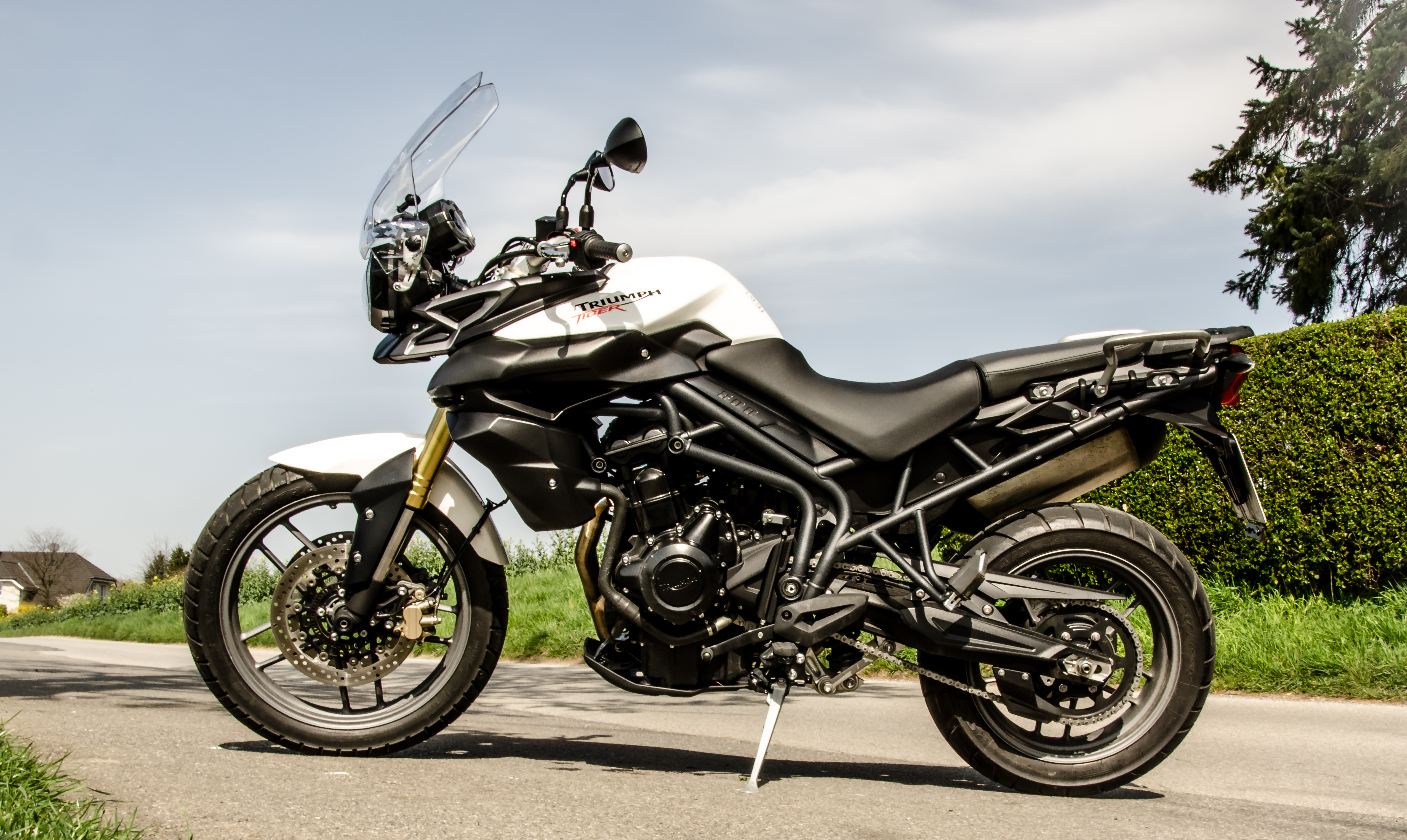 File:Triumph Tiger 800 MY 2012 side view.jpg - Wikimedia Commons