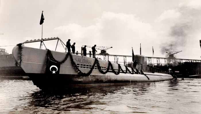 http://upload.wikimedia.org/wikipedia/commons/c/c9/Turkish_submarine_Saldiray_DzKK.jpg