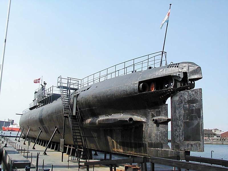Ein sowjetisches Patrouillen-U-Boot aus Projekt 613 im Hafen von Nakskov (Dänemark) als Museumsschiff