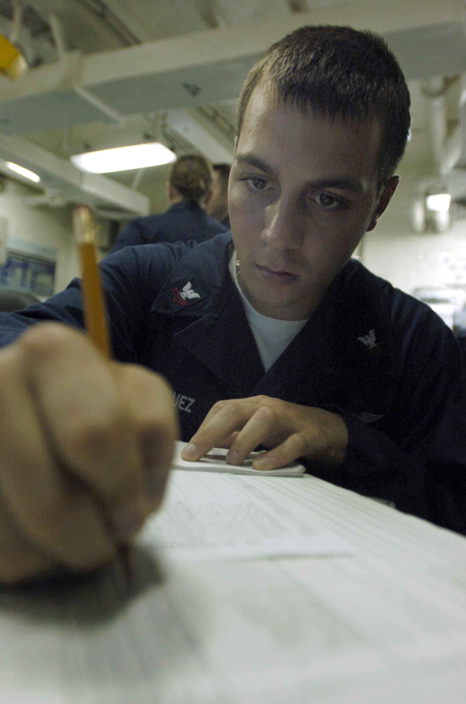 File:US Navy 080618-N-1038M-038 Aerographer's Mate 2nd Class