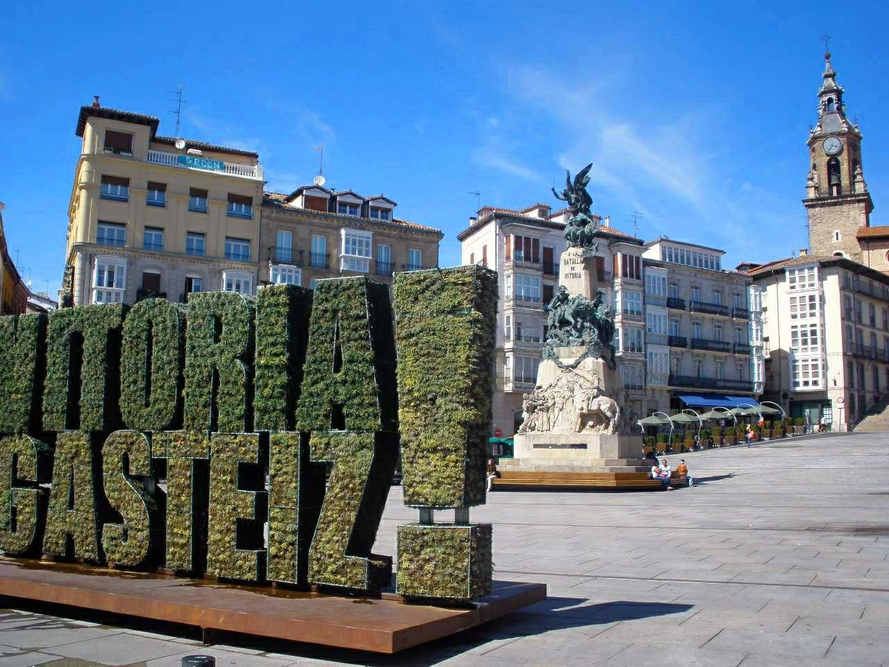Vitoria File:Vitoria - Plaza d...