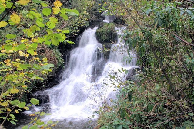 Waterfall Rouken Glen Park. - geograph.org.uk - 428094