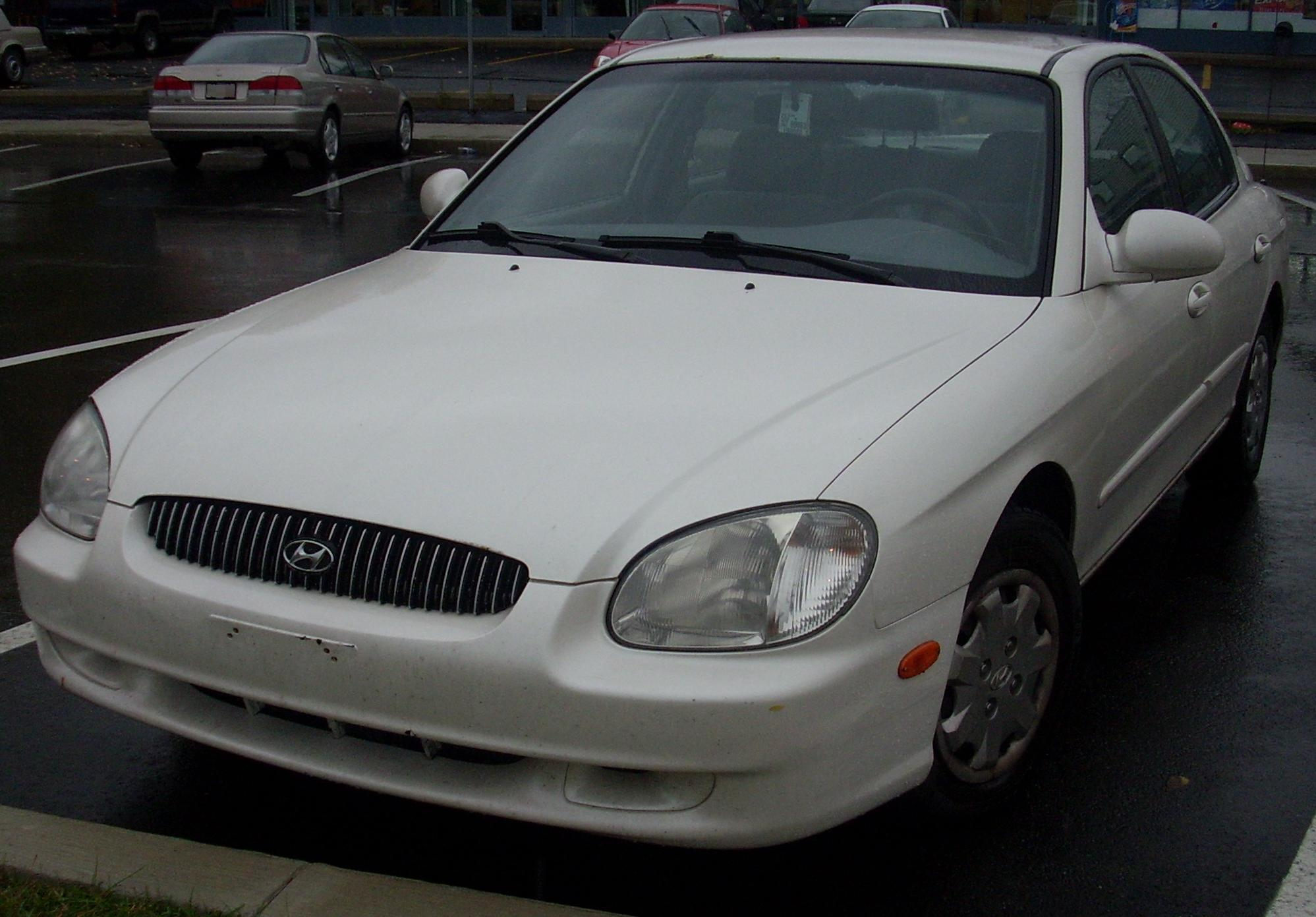 File:'01 Hyundai Sonata.jpg - Wikimedia Commons