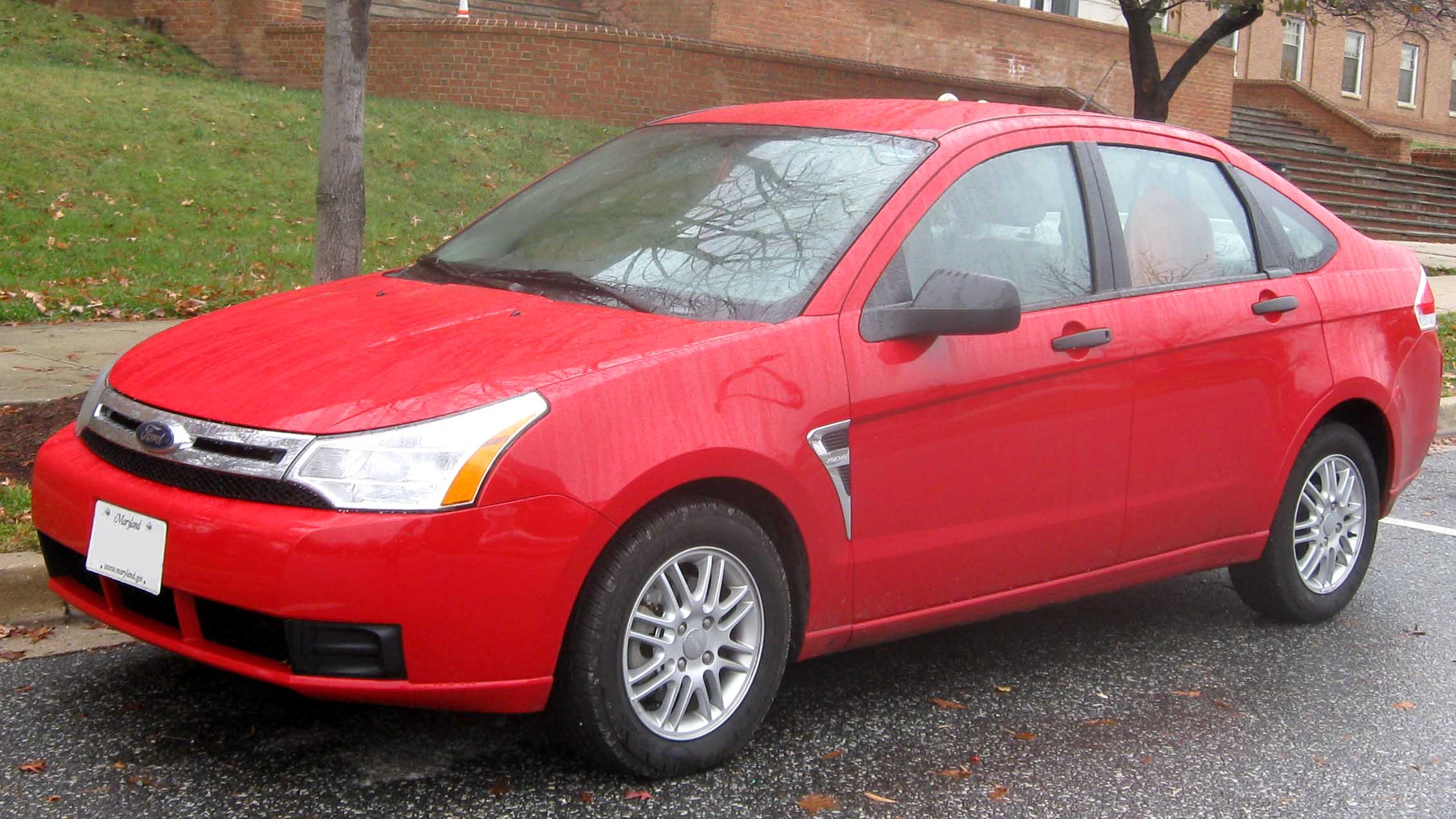 File 08 Ford Focus Se Sedan Jpg Wikimedia Commons