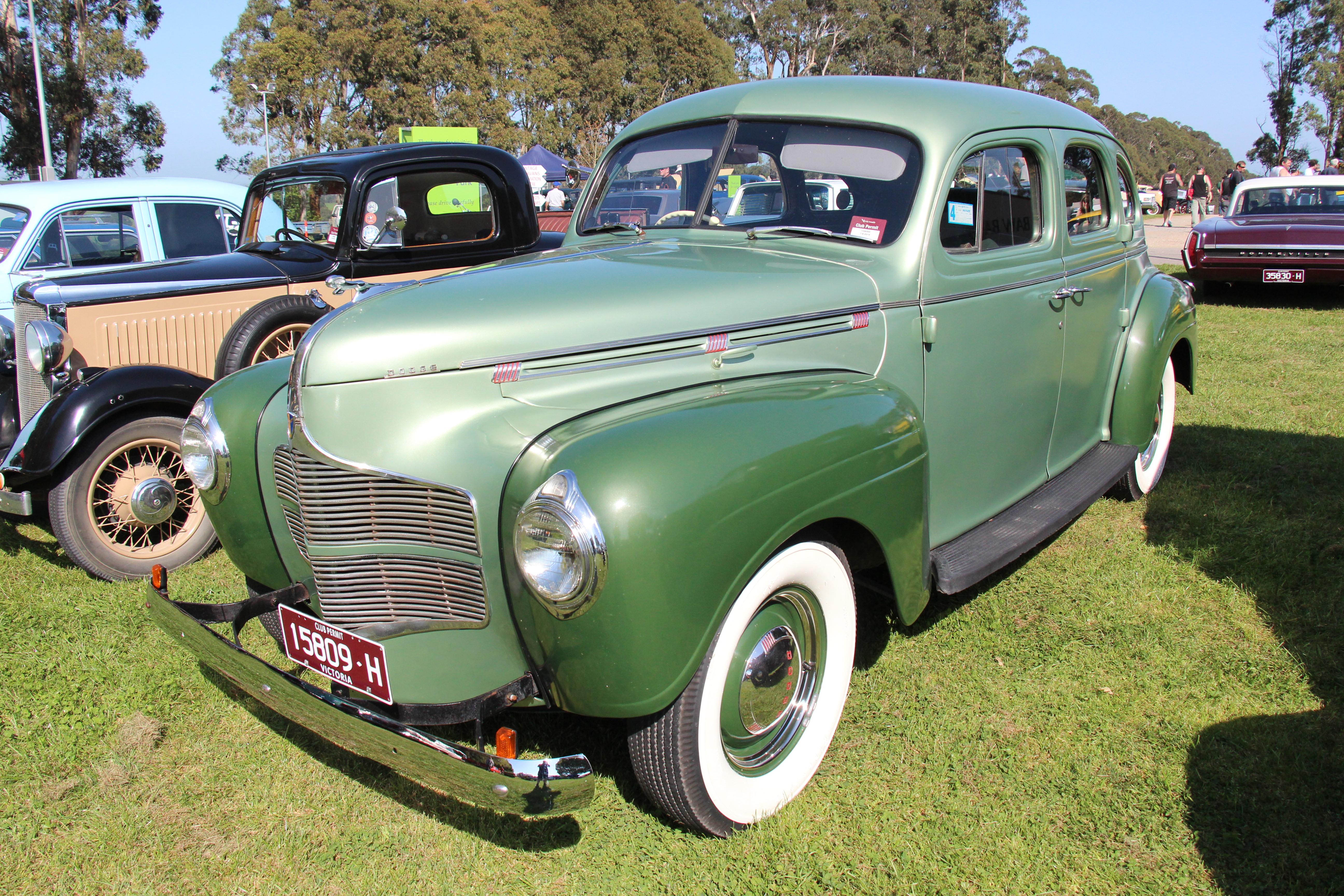 File:1940 Dodge D14 Luxury Liner Sedan (21917733320).jpg ...