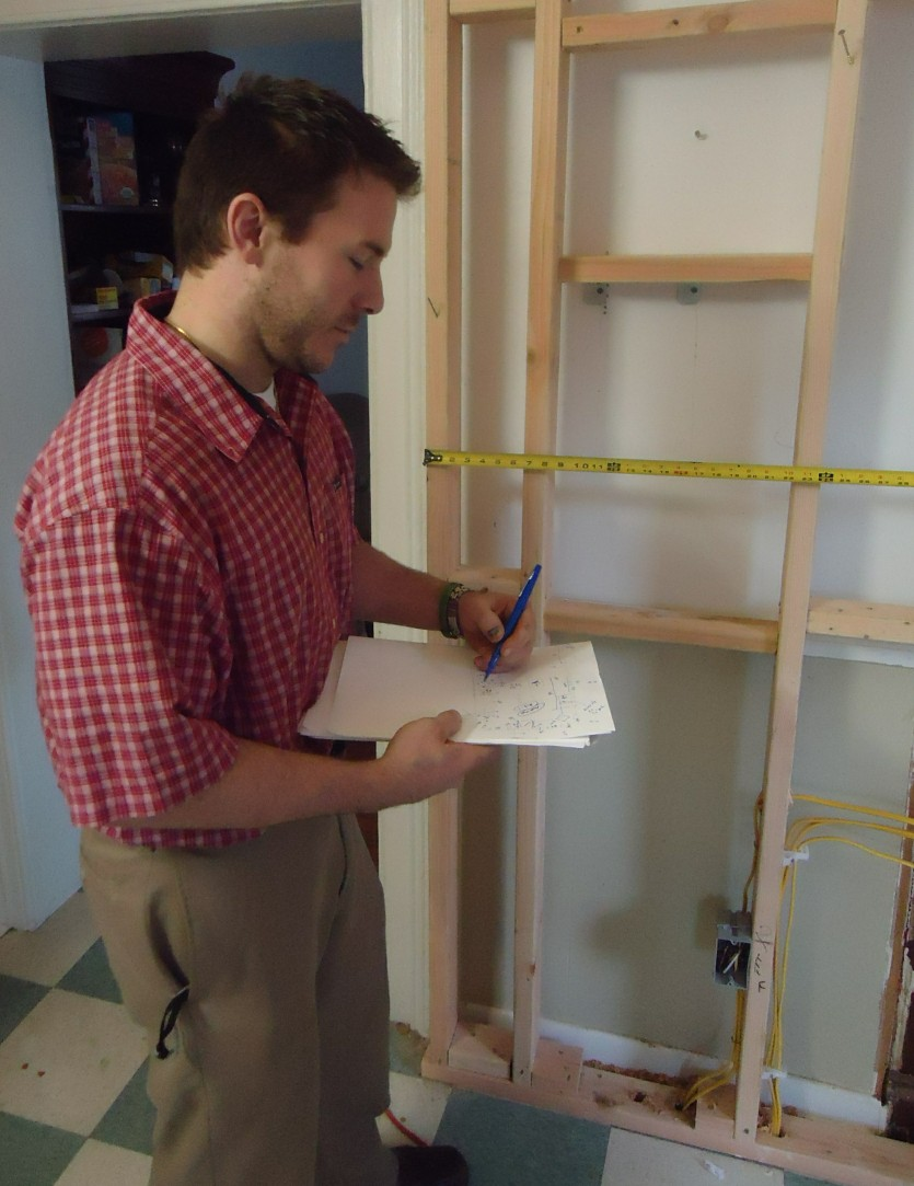 on a kitchen renovation project in New Jersey.jpg English: Architect Anthony Murphy takes measurements regarding a kitchen renovation project. Date