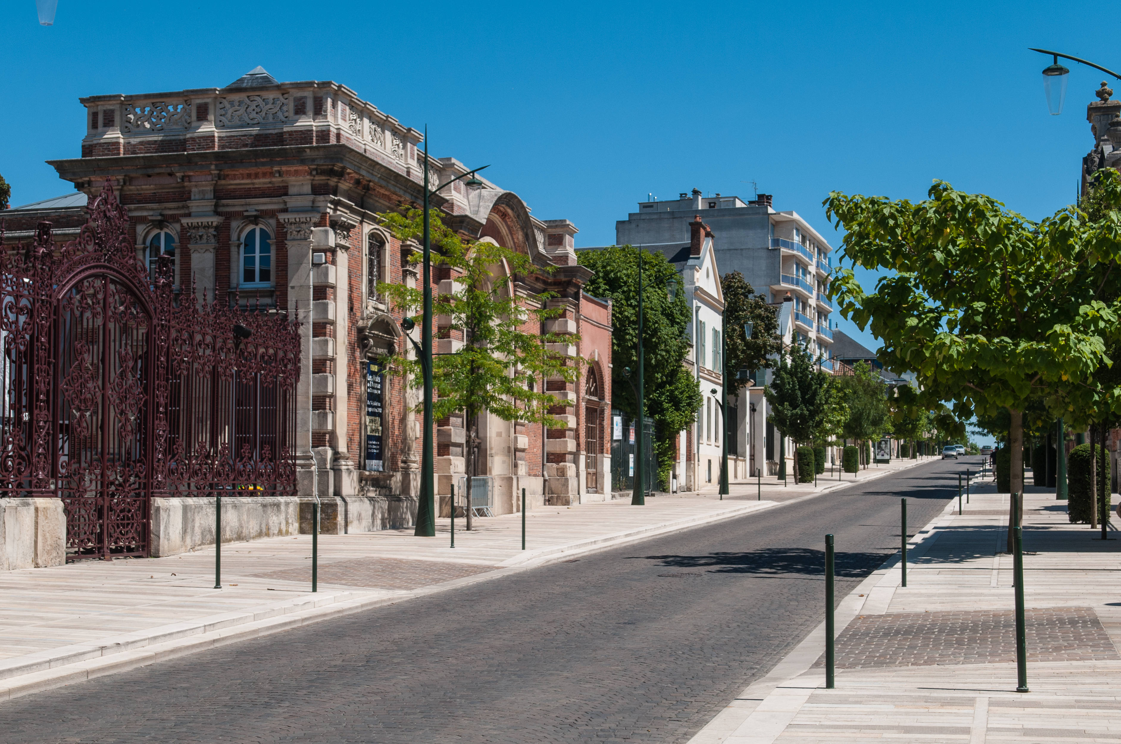 Ficheiro:Avenue de Champagne, Épernay (8132669246).jpg