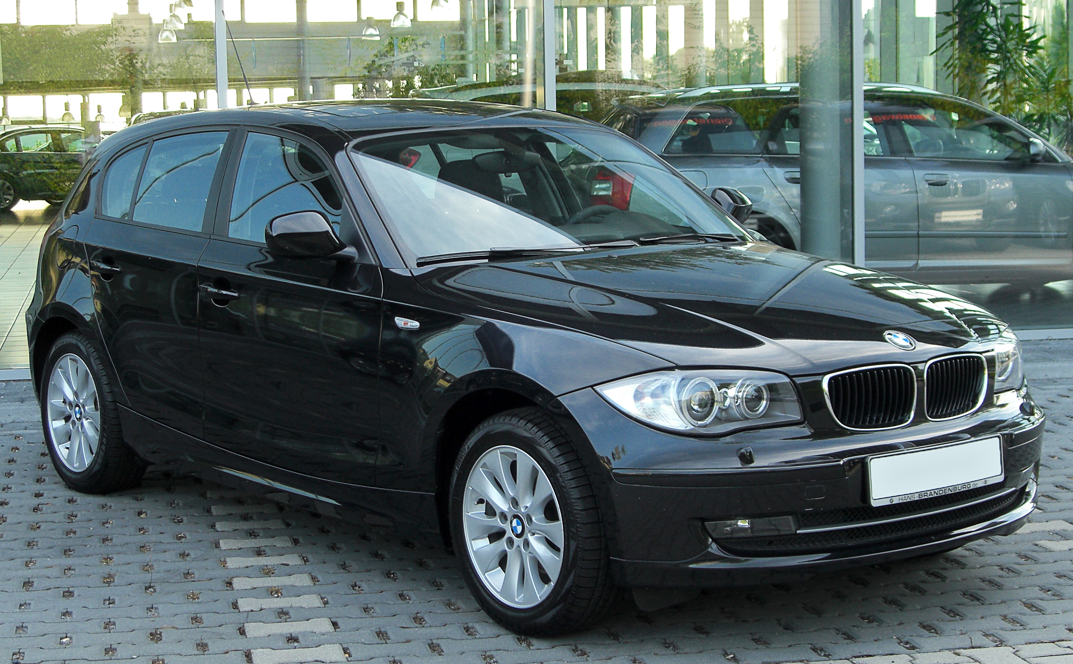 file bmw 118d e87 facelift front wikimedia commons. Black Bedroom Furniture Sets. Home Design Ideas