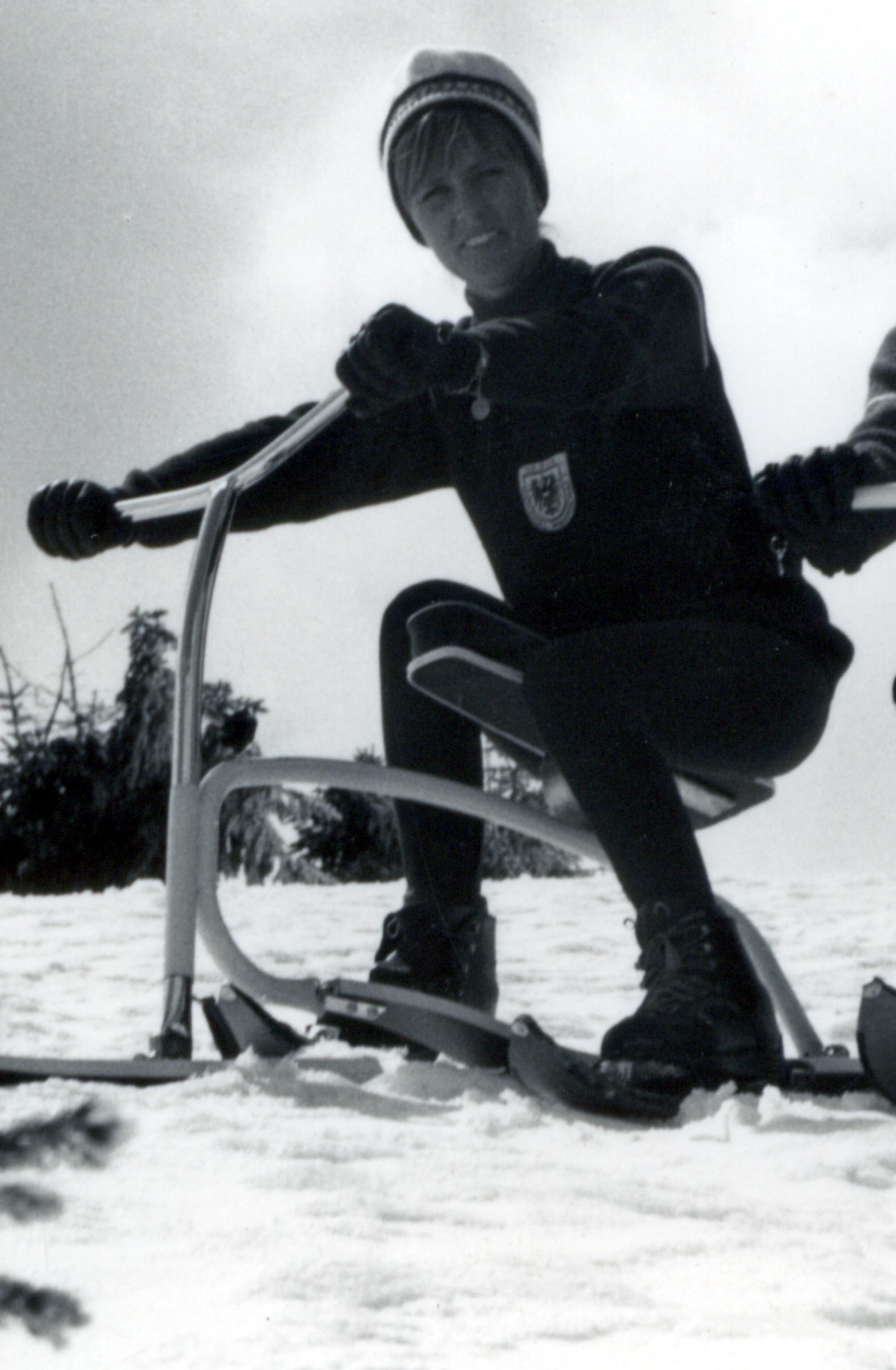 File Brenter Ranheid 1972 Auf Einem Brenter Skibob Jpg Wikimedia