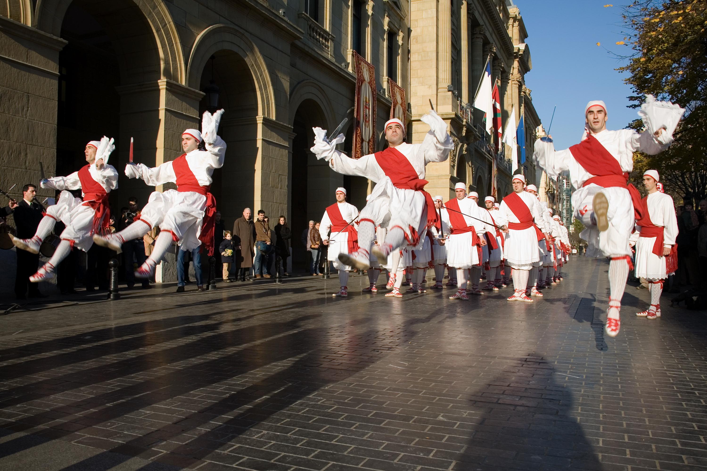 File:Basque dancers.jpg - Wikimedia Commons