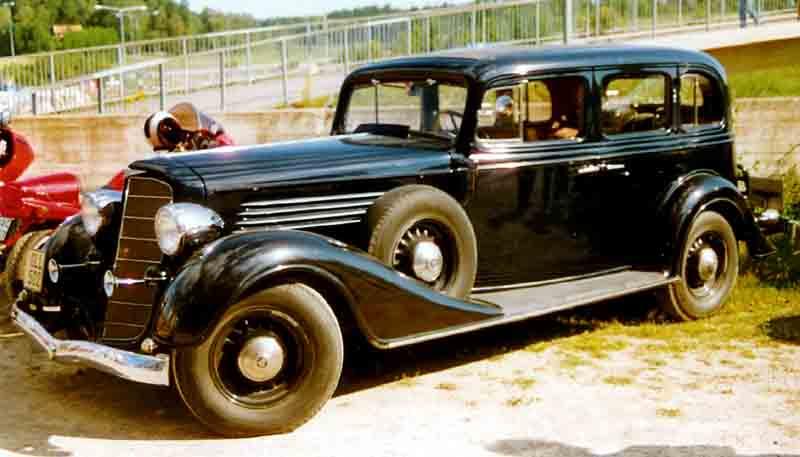 File buick 67 s 4 dorrars sedan wikimedia commons for 1934 pontiac 4 door sedan
