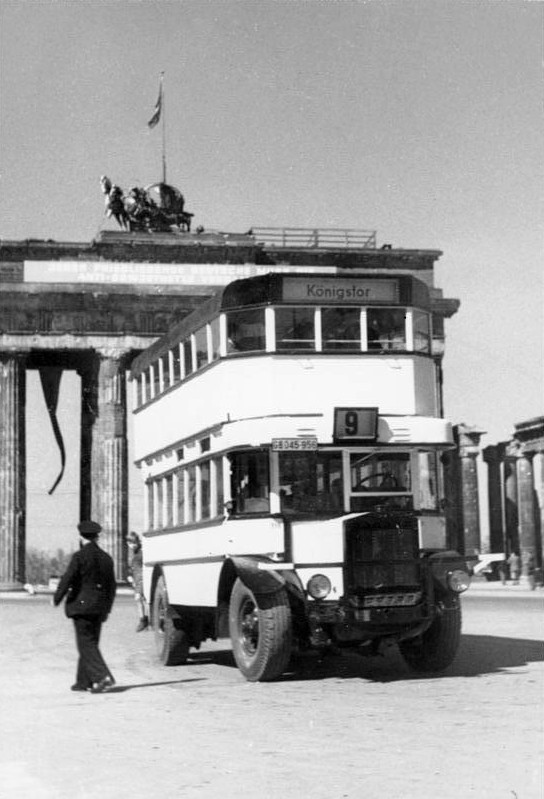 file bundesarchiv bild 183 19204 0845 berlin doppeldecker bus am brandenburger. Black Bedroom Furniture Sets. Home Design Ideas