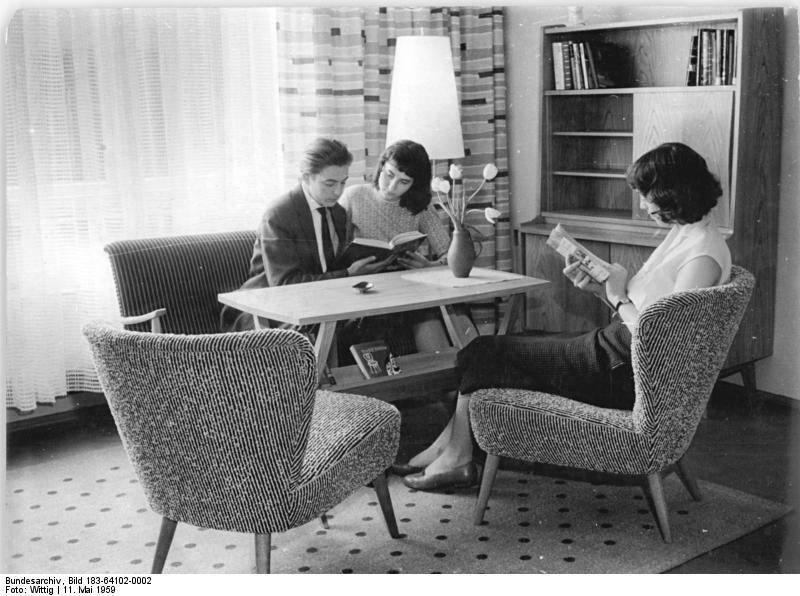 file:bundesarchiv bild 183-64102-0002, gera, möbelausstellung ... - Deutsches Wohnzimmer