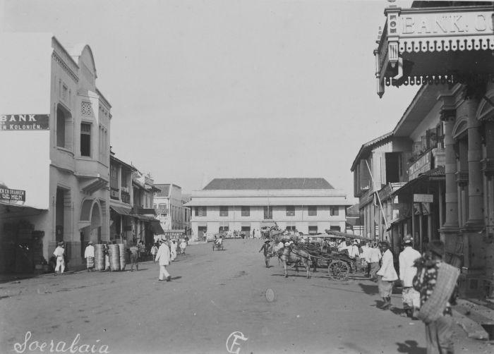 COLLECTIE TROPENMUSEUM De Handelstraat In Soerabaja TMnr 60043862