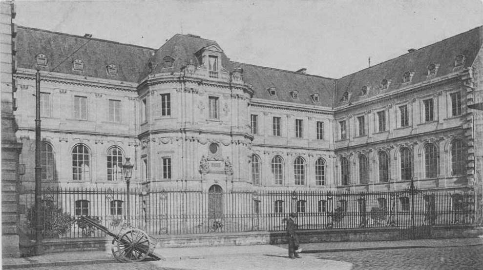 File caen palaisdesfacultes cpa cour wikimedia commons - Rue saint laurent caen ...