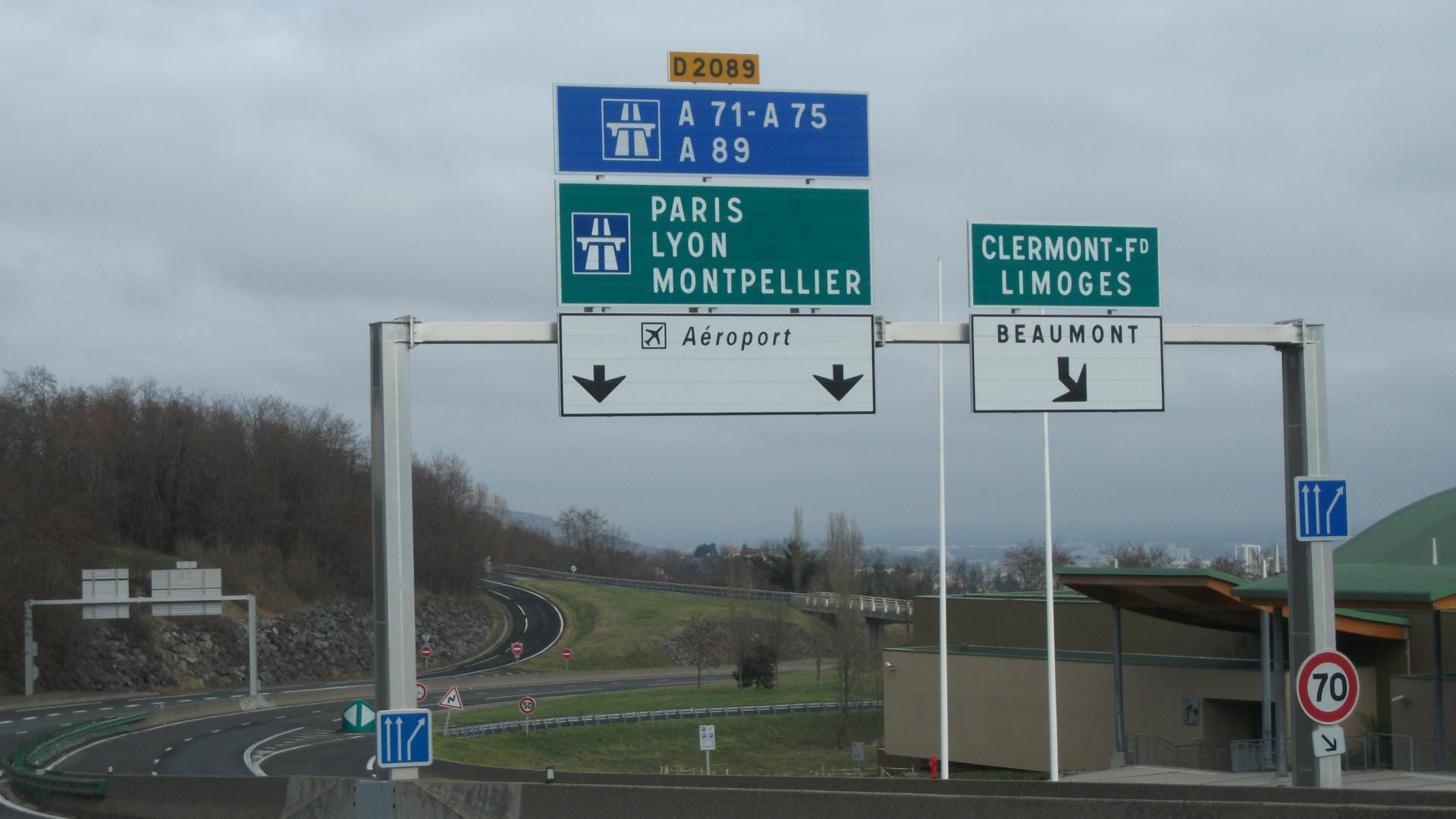 File:Ceyrat - D 2089 Voie Express vers autoroutes.JPG