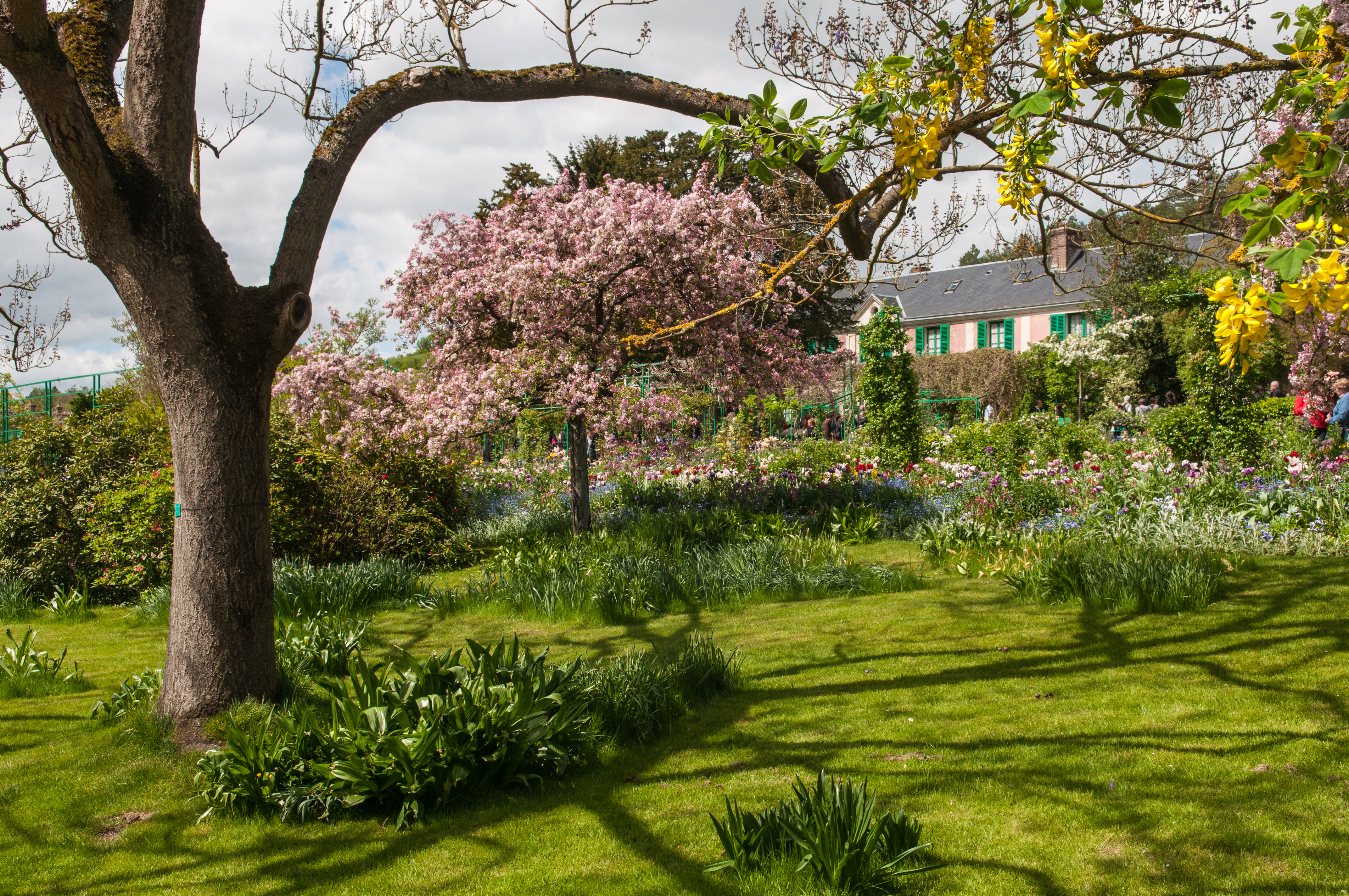File:Claude Monet house and garden in Giverny (8742610088).jpg ...