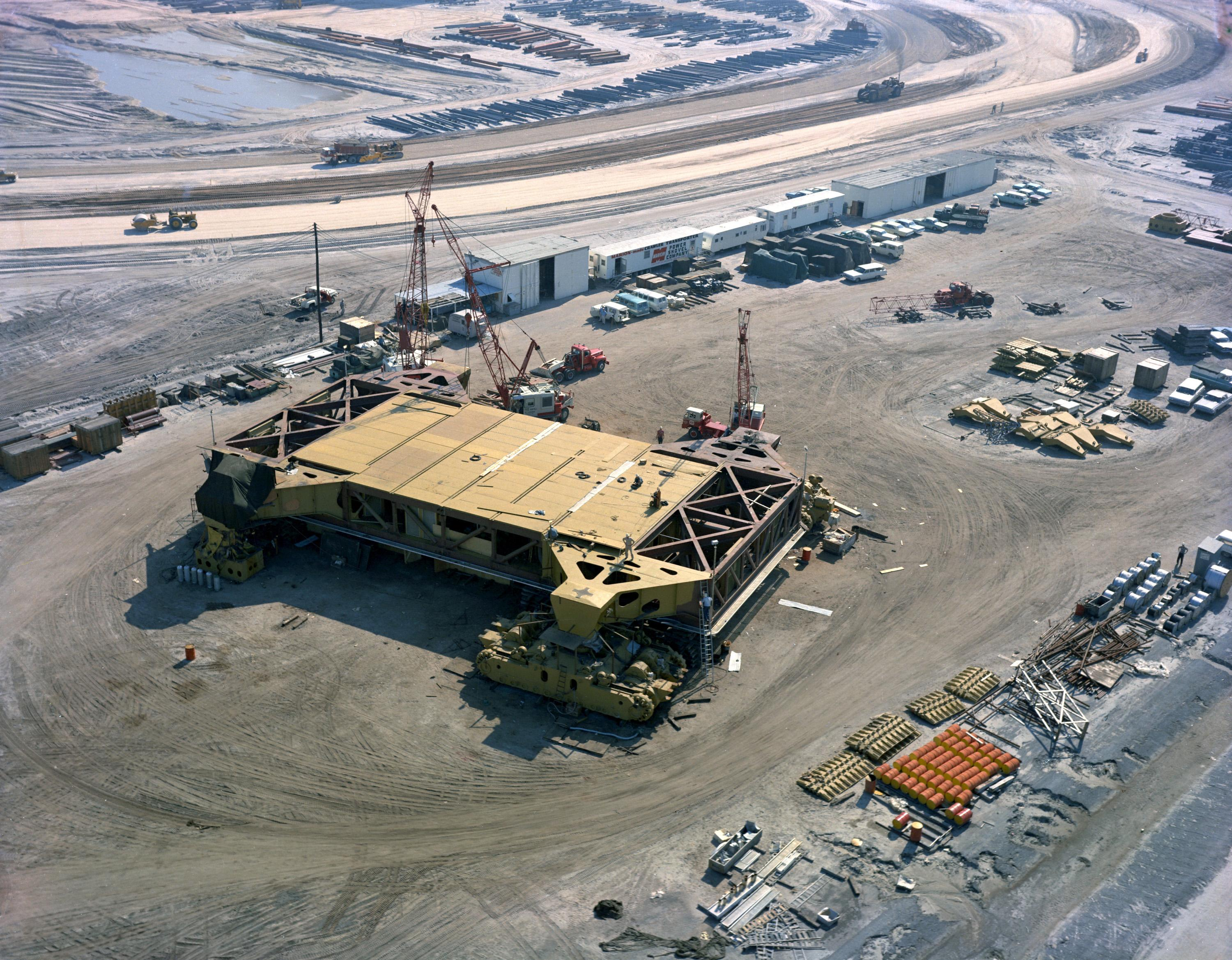 File:Construction of crawler-transporters, 1964 (KSC-64C ...