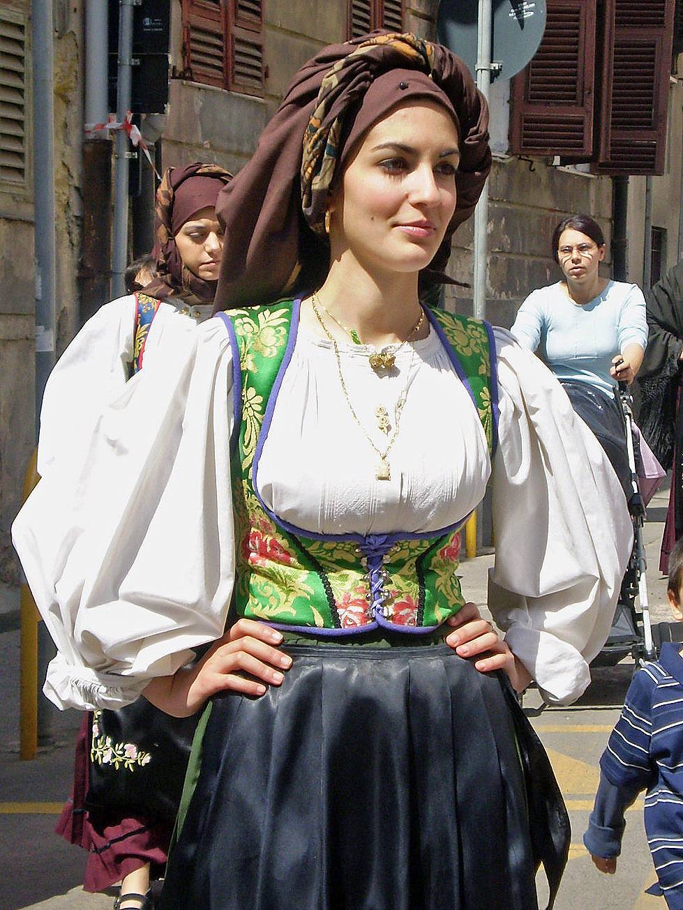 top italy traditional clothing for women images for