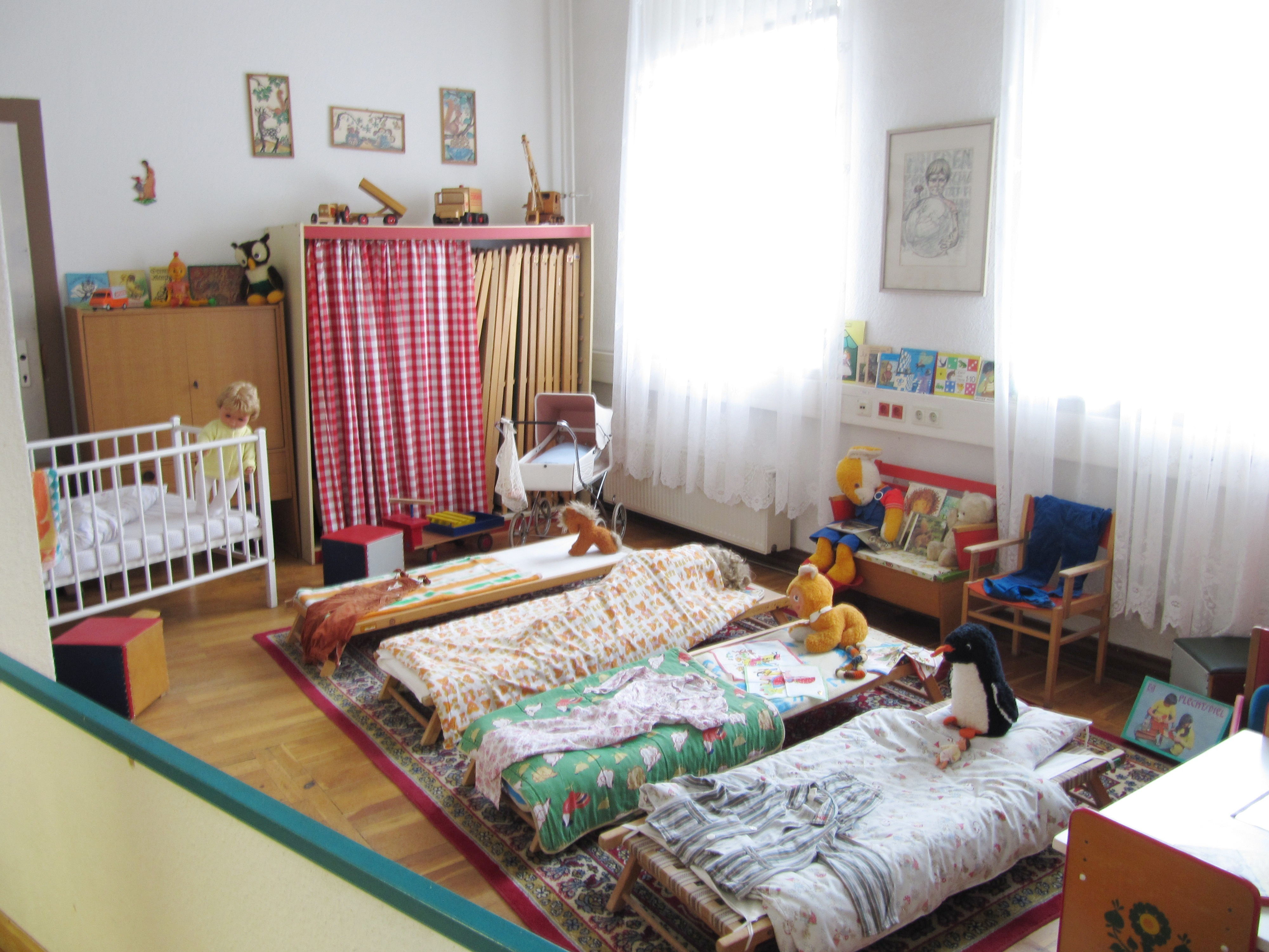File:DDR-Museum Pirna Kindergarten-Schlafzimmer 2015-01-17.JPG ...