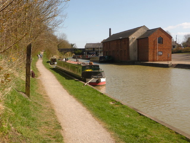 Devizes, canal alongside the wharf - geograph.org.uk - 1235958