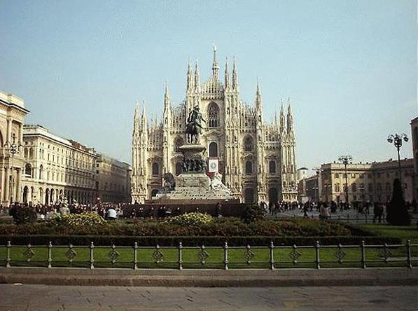 http://upload.wikimedia.org/wikipedia/commons/c/ca/Duomo_1.jpg
