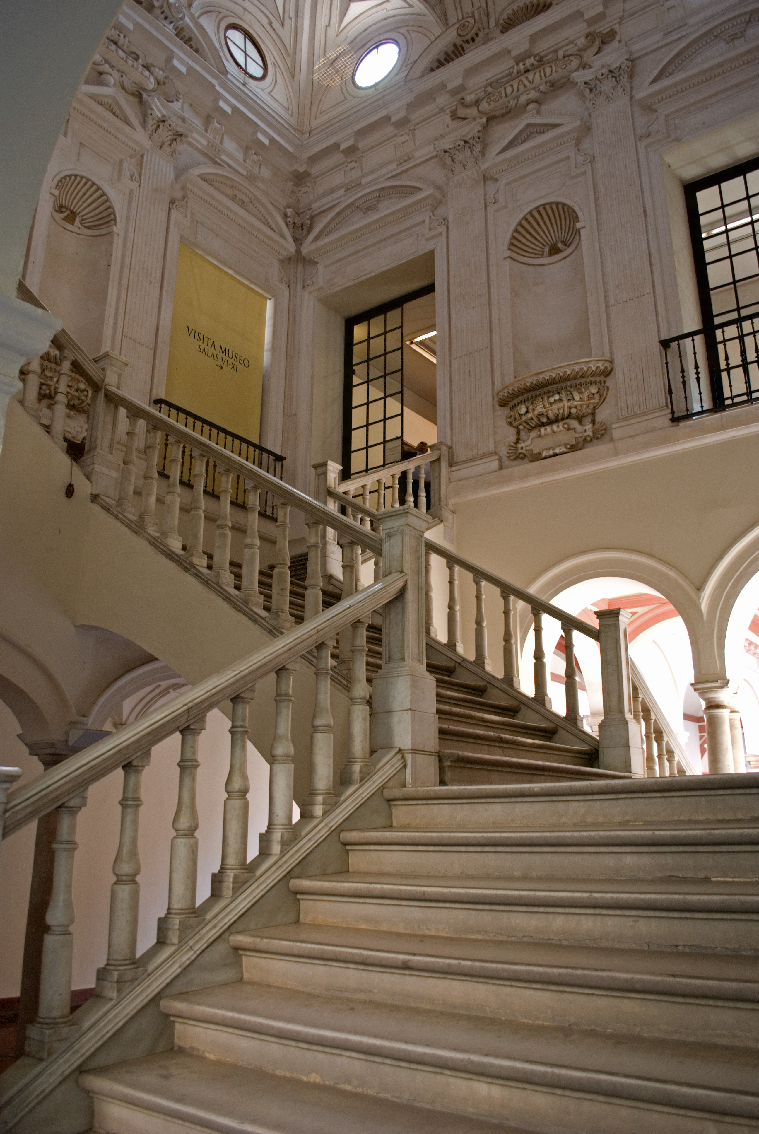 File:Escalera museo bellas artes.jpg - Wikimedia Commons