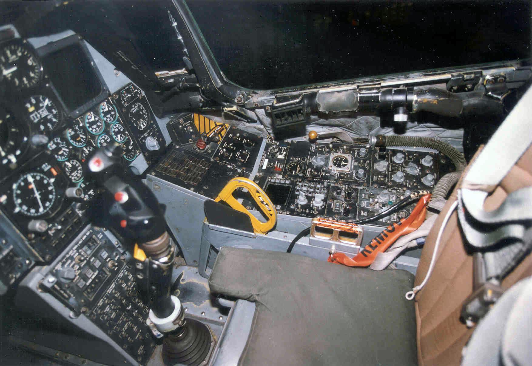 File:Fairchild Republic A-10A Thunderbolt II cockpit 4 ...