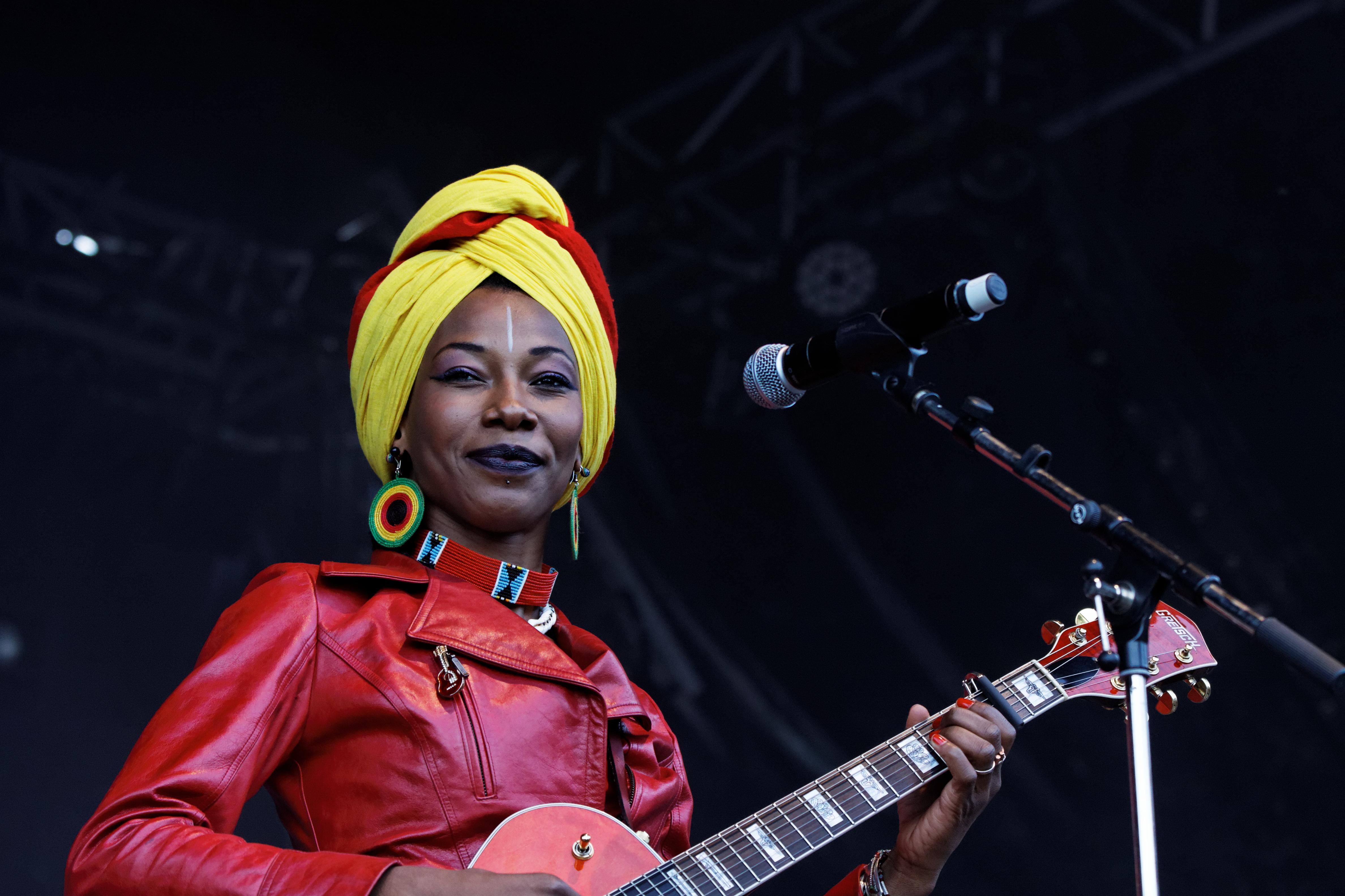 file fatoumata diawara festival du bout du monde 2012 002 jpg wikimedia commons