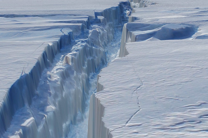 Ice Shelf Cracking open