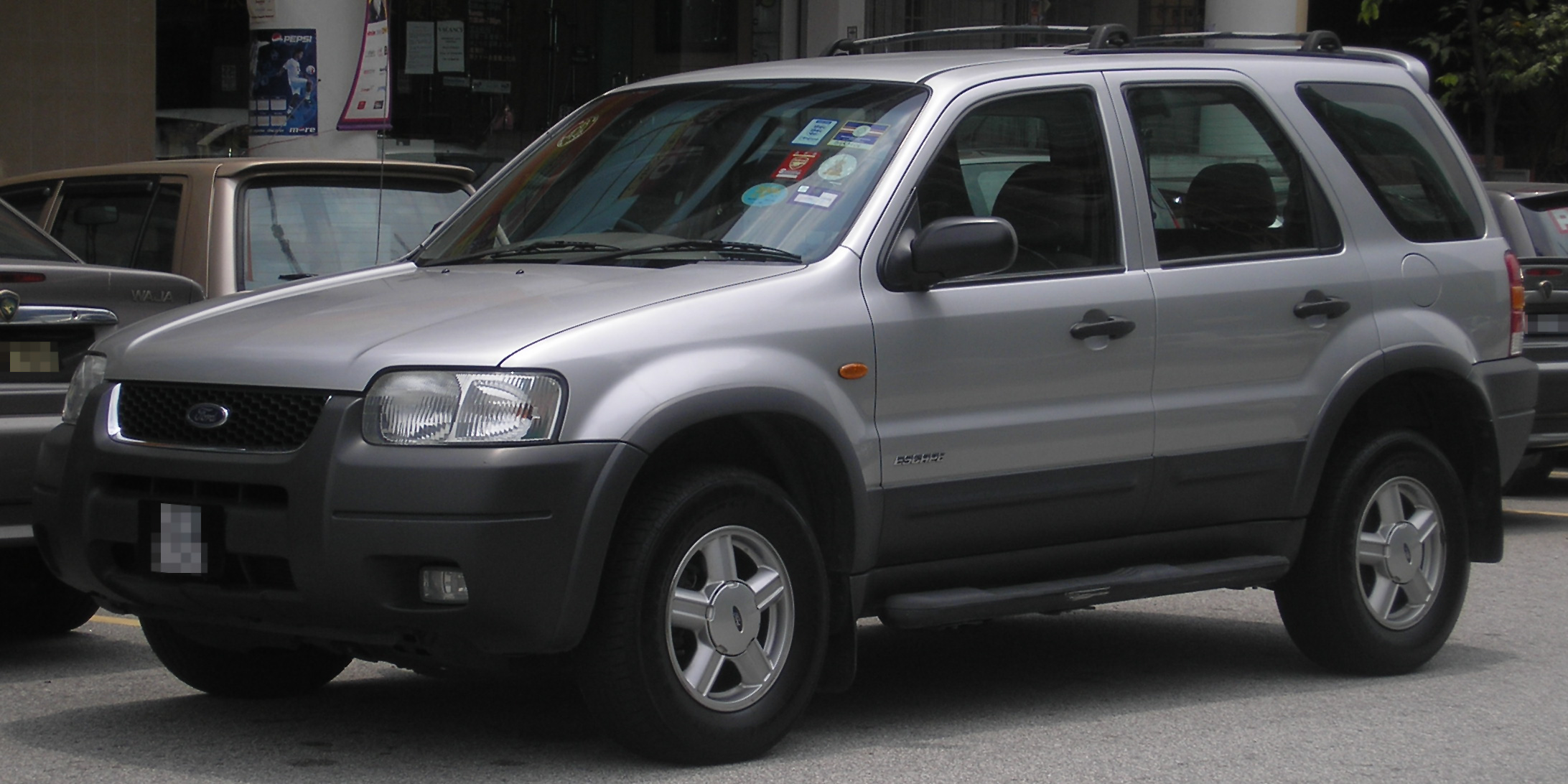 File:Ford Escape (first generation) (front), Serdang.jpg - Wikimedia Commons