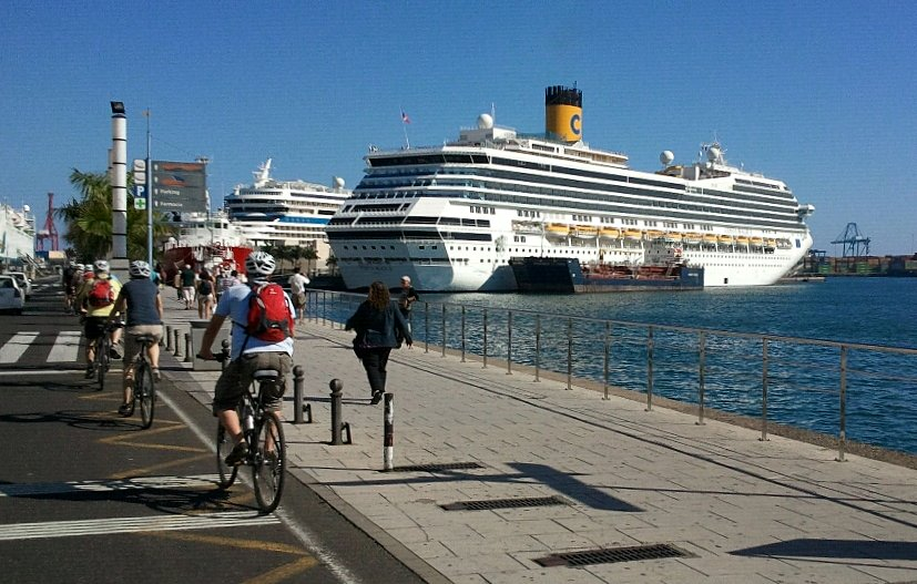 File foto del crucero costa magica en el muelle de santa - Fotografia las palmas ...