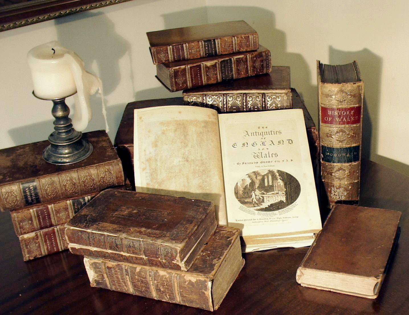 File grose antique books with wikipedia for Antique books for decoration