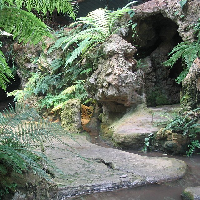 File grotto dewstow gardens for Garden grotto designs