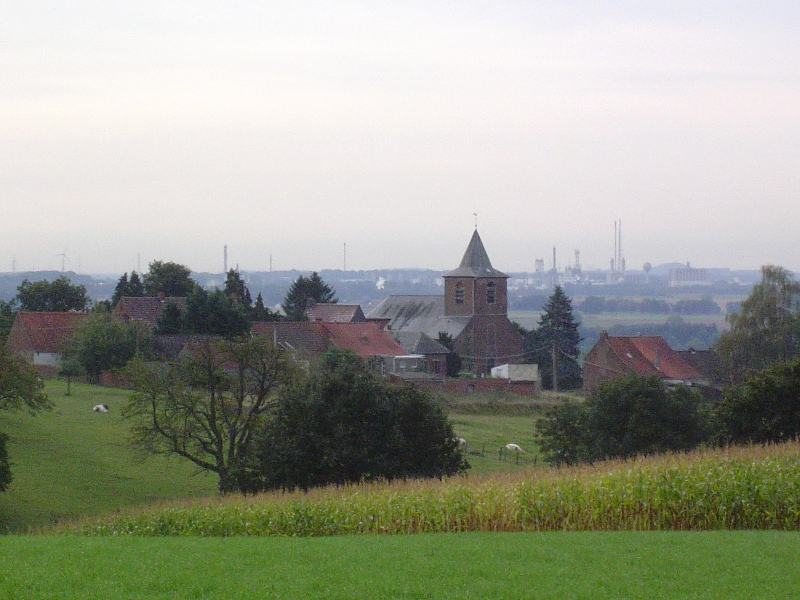 Henripont vu depuis le Chemin aux loups, en bordure du Bois de la Houssière.