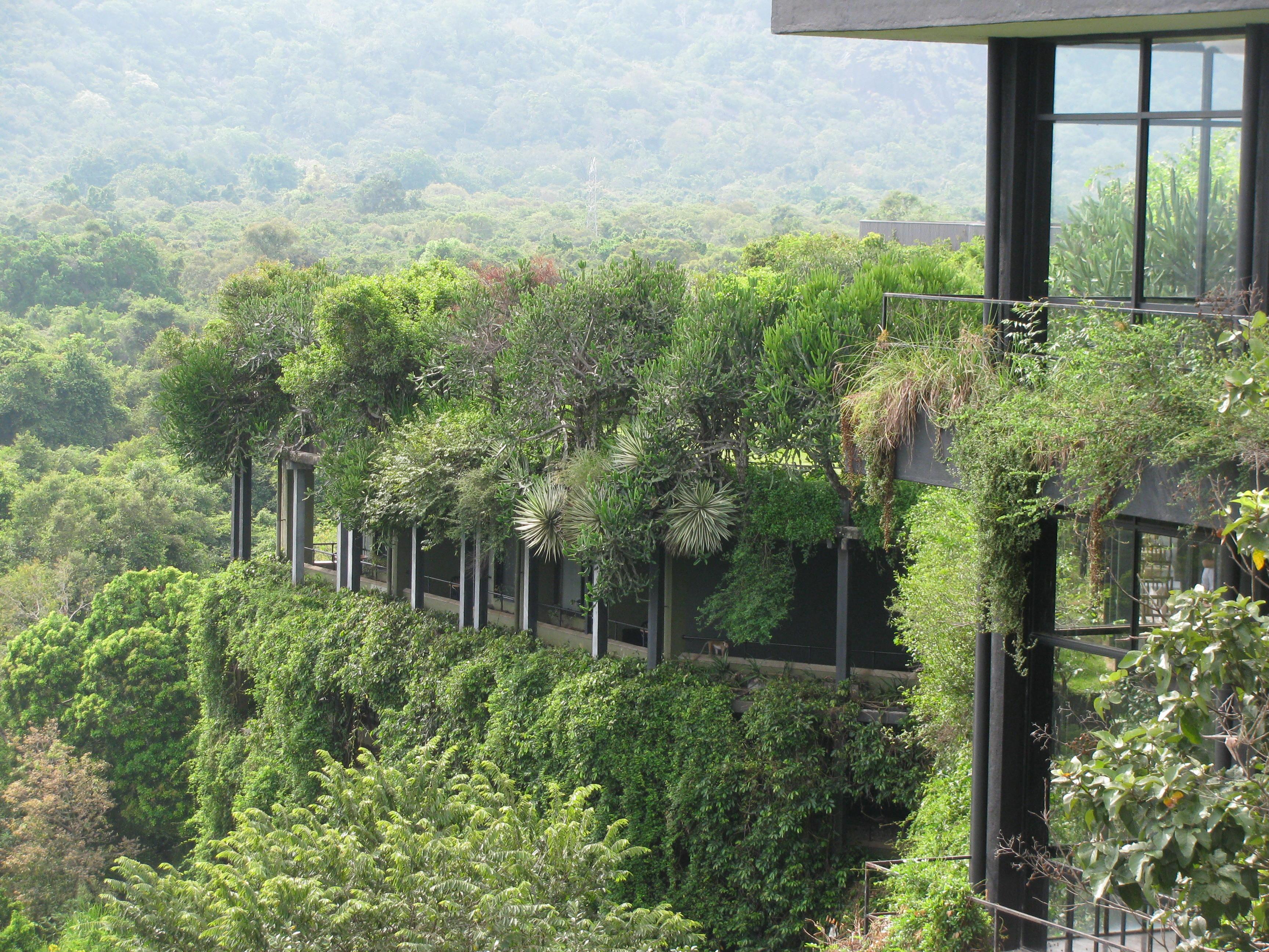 File heritance kandalama exterior view jpg wikimedia commons for Kandalama hotel sri lanka