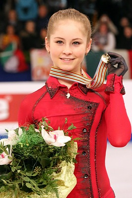 Julia Lipnitskaia at the 2014 European Championships - Awarding ceremony.jpg