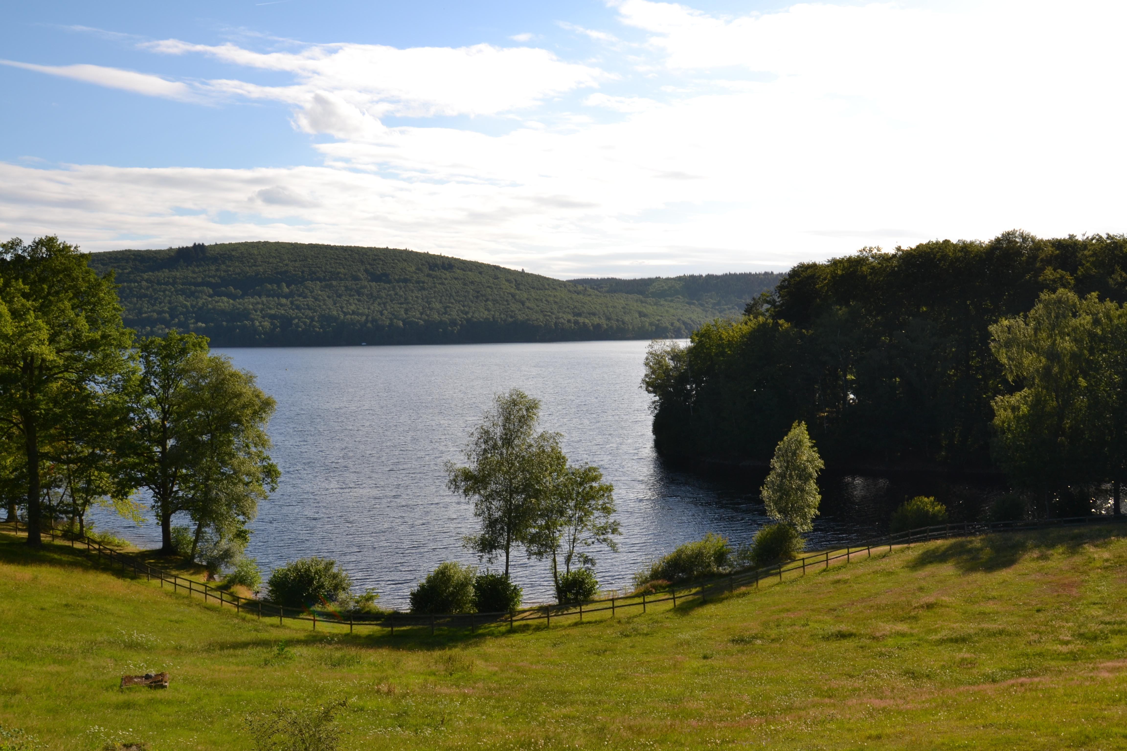 Construire Pres D Un Ruisseau lac de vassivière — wikipédia