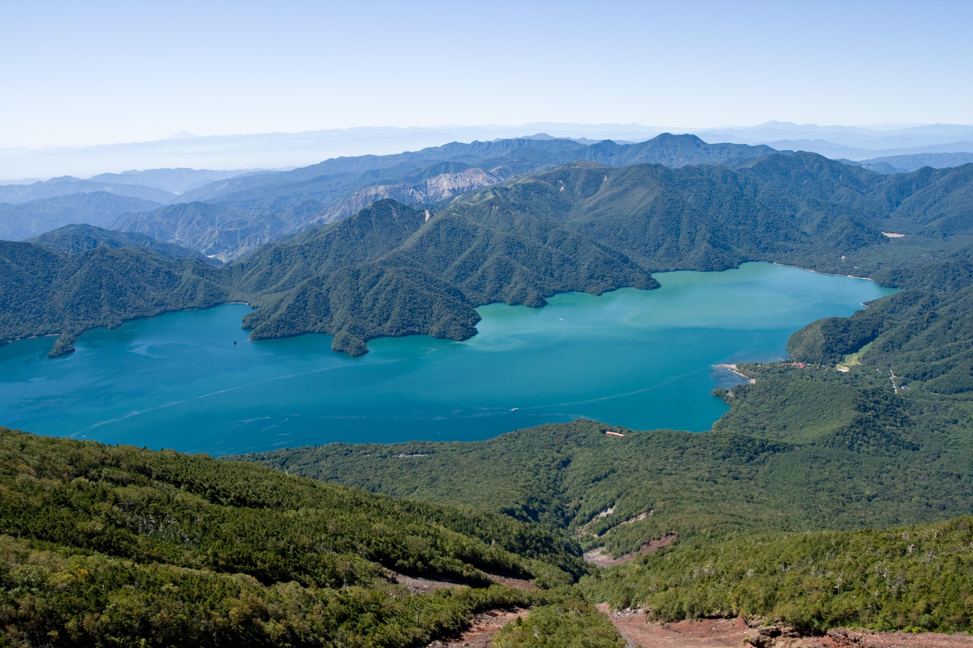 https://upload.wikimedia.org/wikipedia/commons/c/ca/Lake_Chuzenji_14.jpg