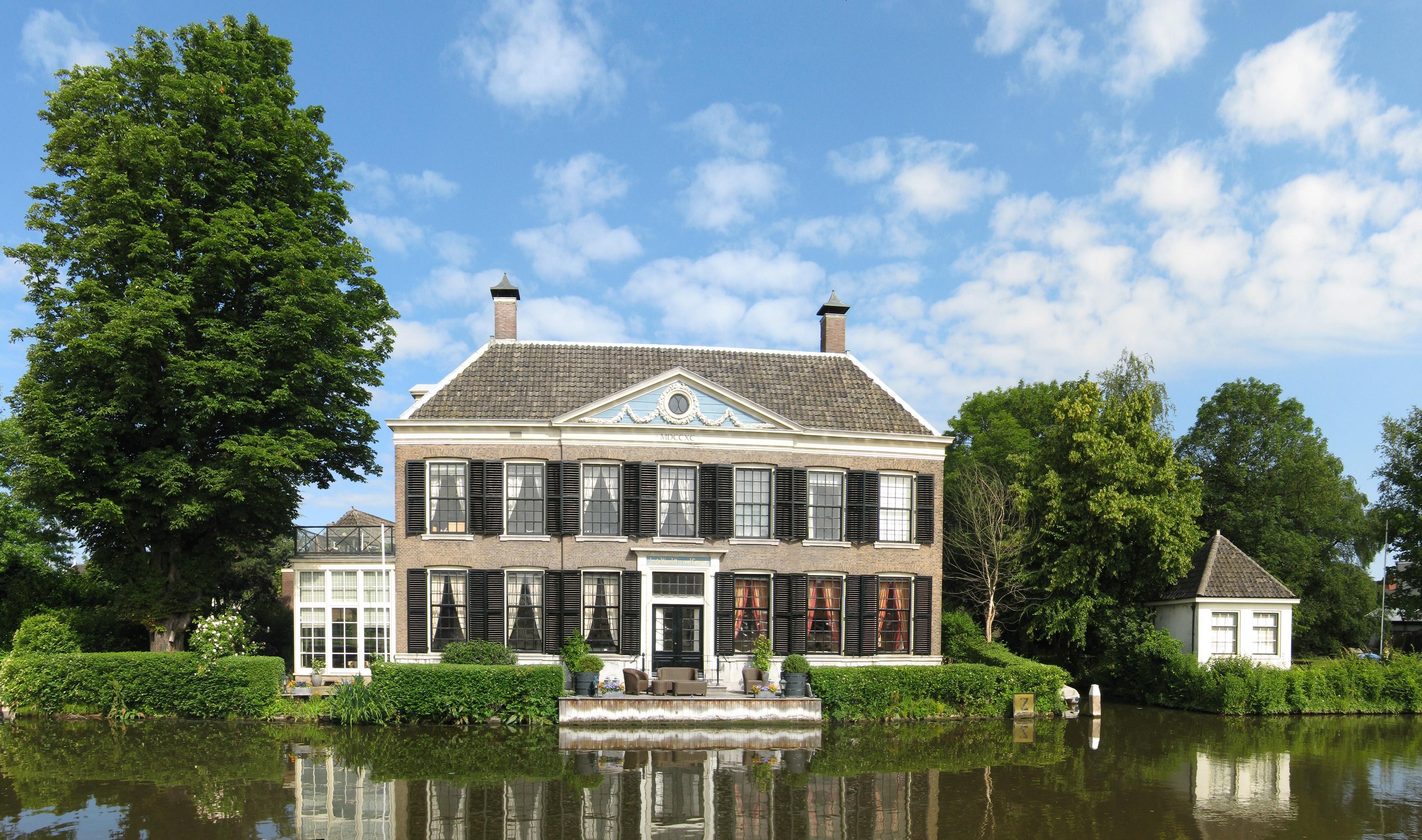 Landhuis in de wereldt is veel gevaer op l vormige plattegrond met verdieping onder - Kroonluchter huis van de wereld ...
