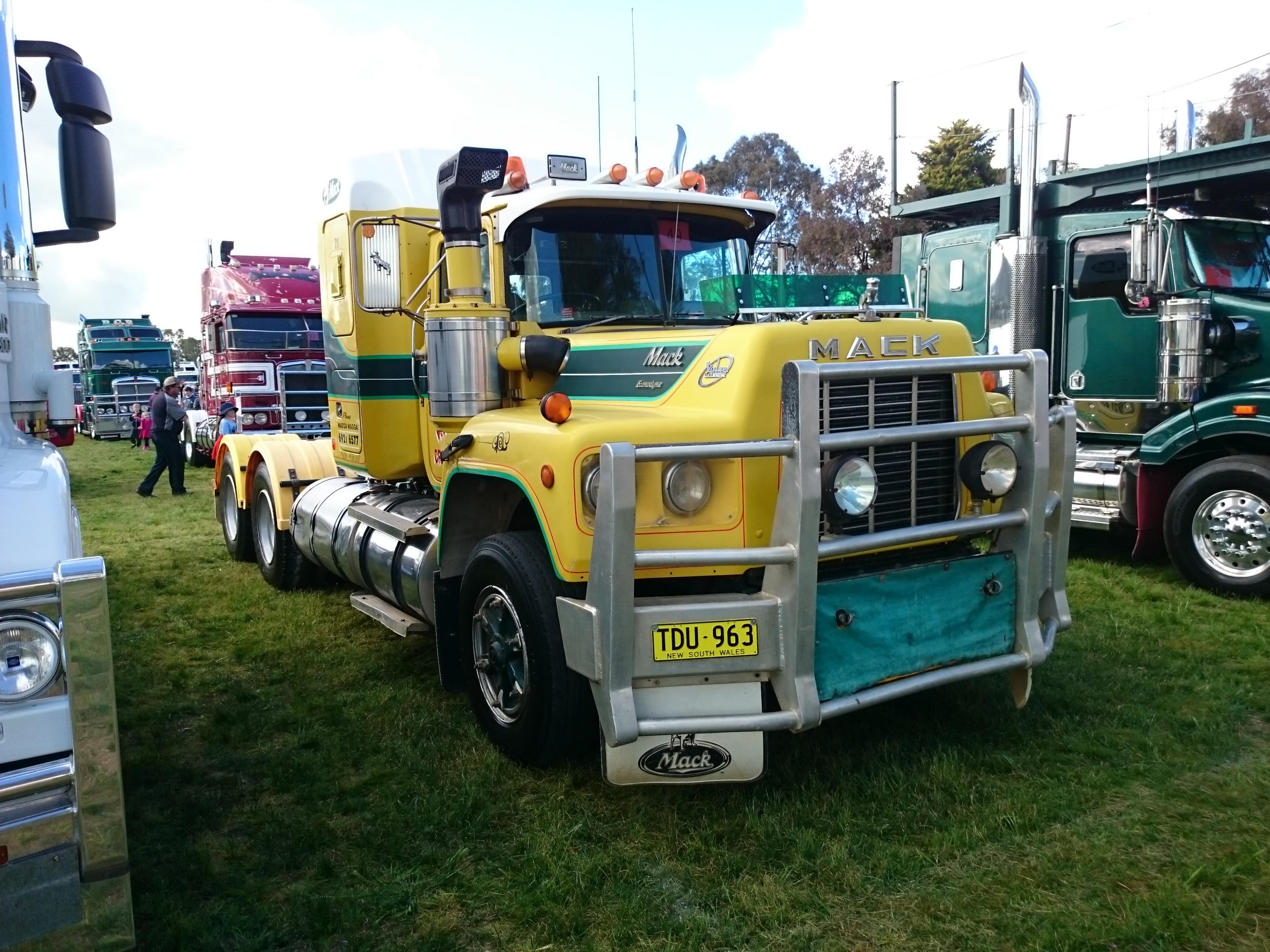 R Model Mack Show Truck : File mack r rst econodyne on display at the riverina