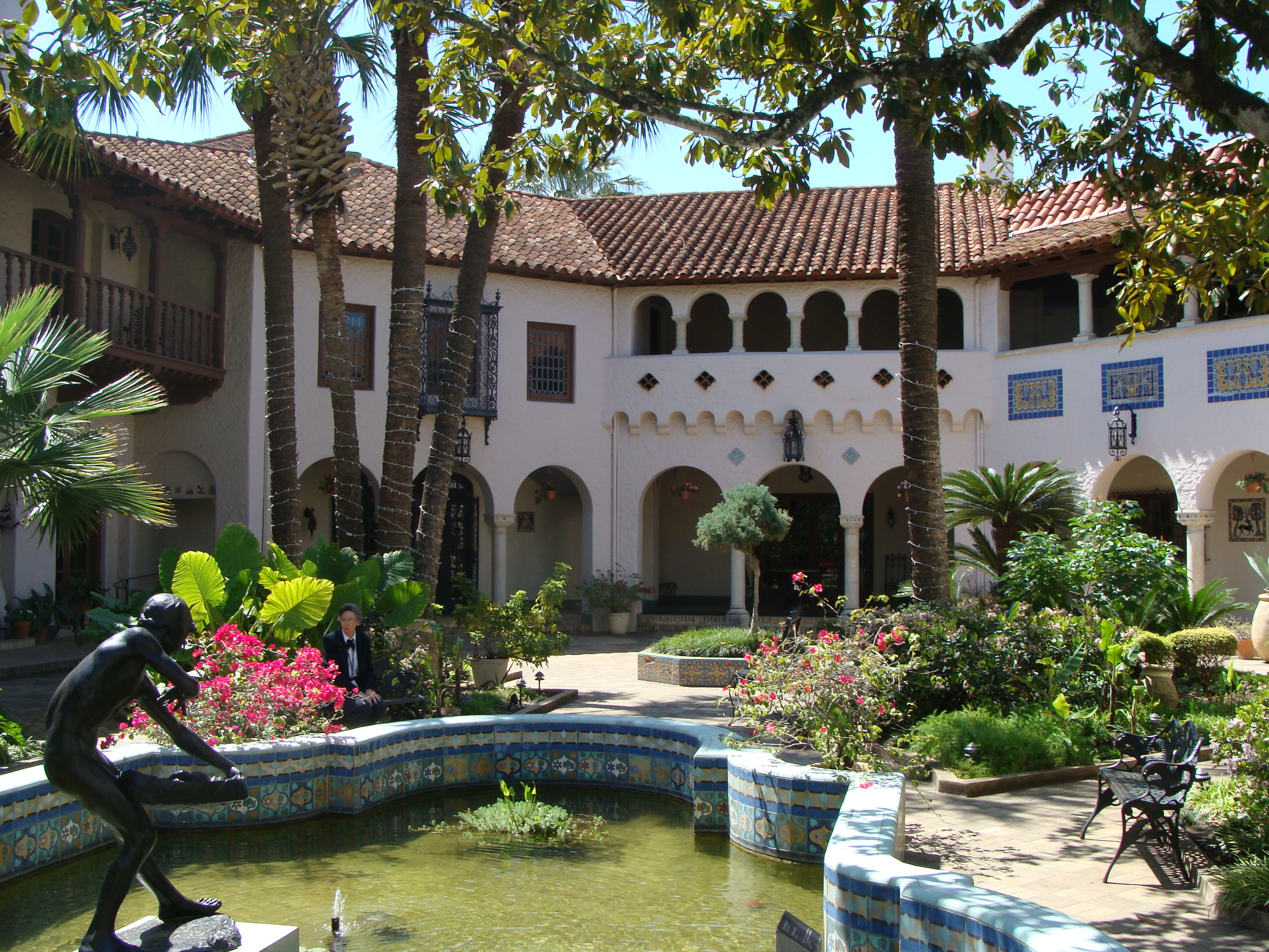 File Mcnay Courtyard Nima7 Jpg Wikimedia Commons