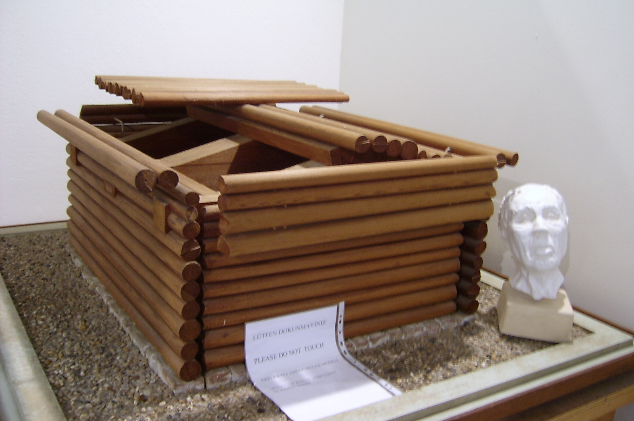 File:Model of Tumulus of Midas.JPG - Wikimedia Commons