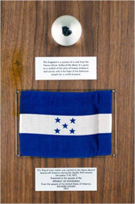 NASA photo Honduras Apollo 17 plaque.jpg